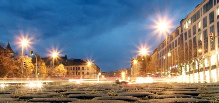 Munich square by night. Photograph by Jürgen Eixelsberger
