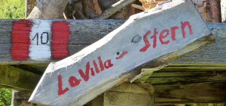 la_villa_signpost_on_walk_graham_soult_720x340