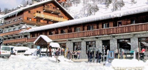 Inghams' Chalet Hotel Les Grangettes in Méribel in the snow