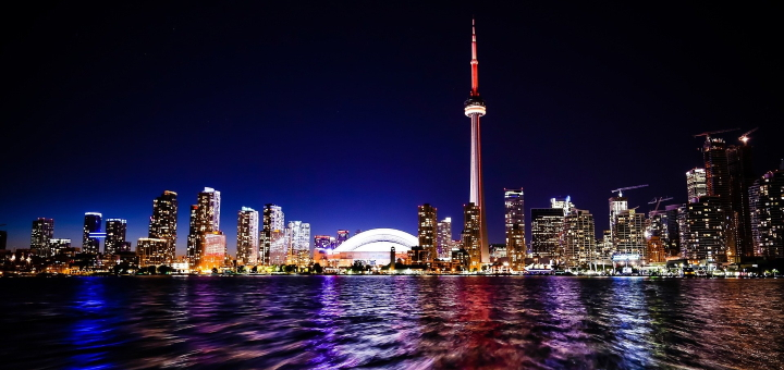 Toronto's impressive skyline. Photograph by StockSnaps